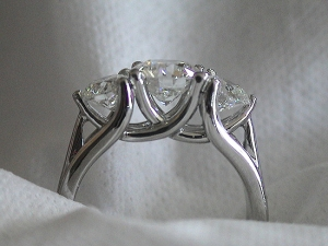 Engagement ring 3 sided